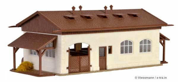 Pferdestall mit Koppel, Vorderansicht. Vollmer 43790