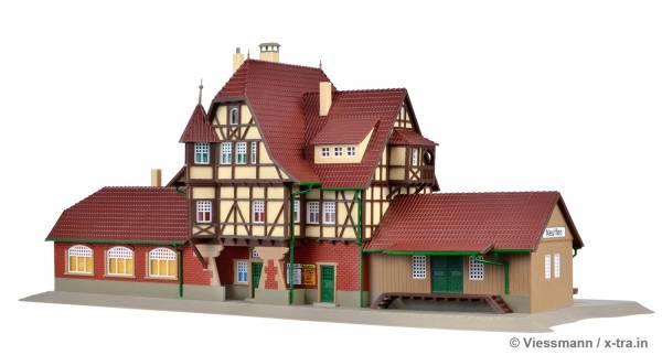 Bahnhof Neuffen, Gleisseite. Vollmer 43510